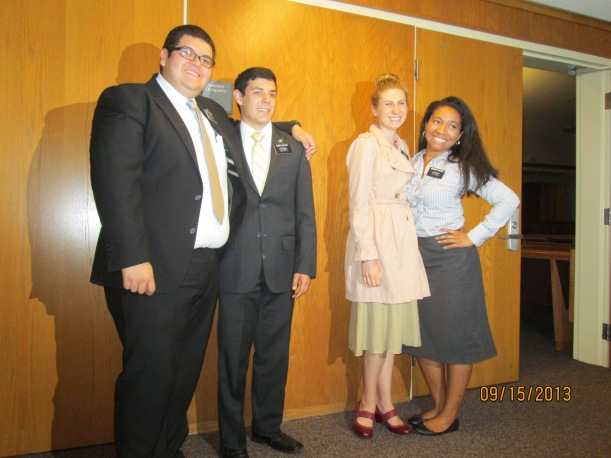 Elder's Gonzales and LaPlata (He was in my MTC district) and Hna Russon and I. Elder LaPlata and Hna Russon are both being transferred out :(